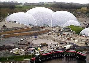 bbc news uk crowds flock  garden  eden