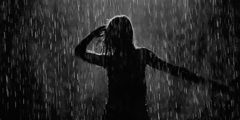 imagenes anime bajo la lluvia bajo la lluvia gifs mundo gif taringa