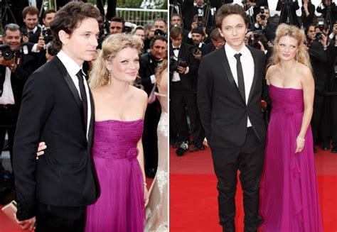 melanie thierry height weight raphael et m 233 lanie thierry cannes 2010 le faste toujours