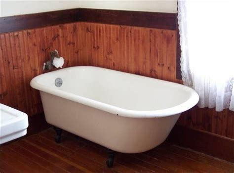 how to paint a cast iron bathtub how to paint with a spray gun for the interior of homes