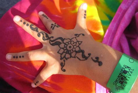black henna tattoo side effects the dangers and side effects of henna tattoos andrea