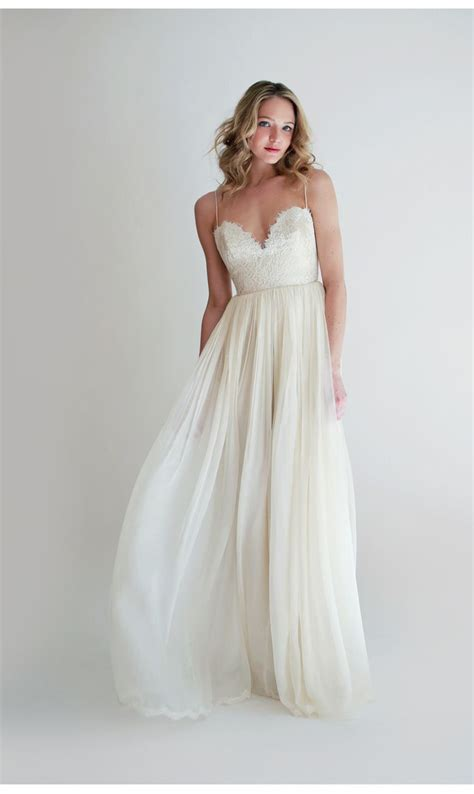 Flowing Wedding Dresses by 1000 Ideas About Flowing Wedding Dresses On