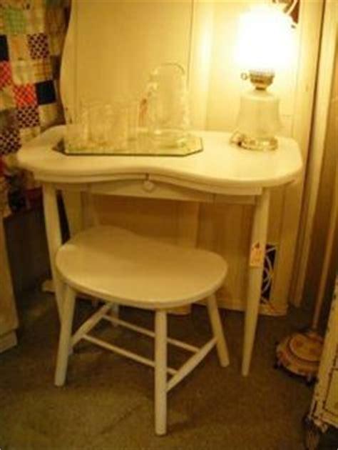 Kidney Shaped Vanity Stool by Vintage Wood Kidney Shaped Vanity Table Dressing Table