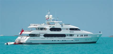 your boat club cost tiger woods inside his amazing us 20 000 000 yacht privacy