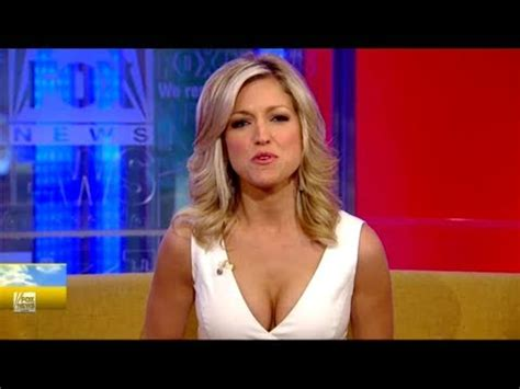 why do most of women reporters on fox have long hair top 10 fox news girls beautiful fox news female anchors