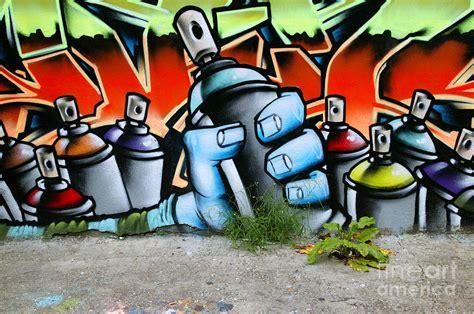 Sprei Carakter Tomas free spray can graffiti free clip free clip
