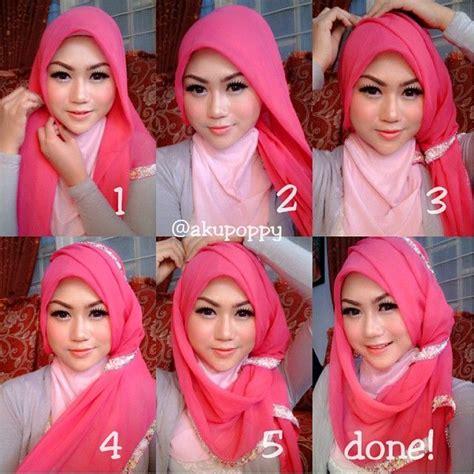 memakai jilbab segi empat kreasi modern