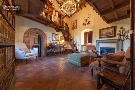livingroom or living room castles and historical properties for sale in italy