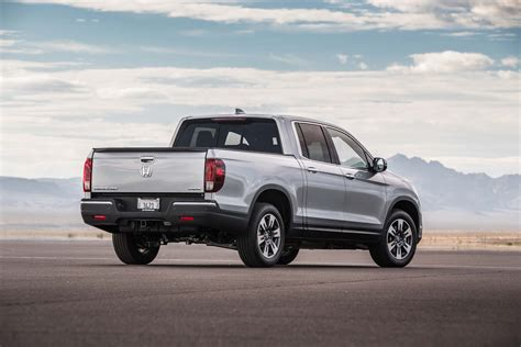 truck honda honda ridgeline 2017 motor trend truck of the year