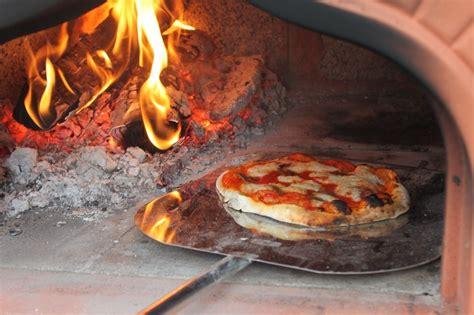 pizza nel camino pizza pezze pizza al forno a legna