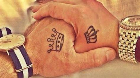Tattoo Finger Krone | paar tattoos wenn liebe unter die haut geht das ist f 252 r