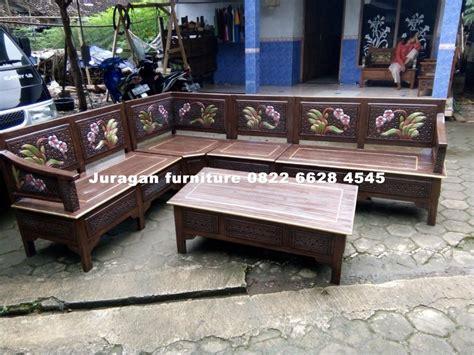 Kursi Sudut Kayu Mahoni kursi sudut kayu murah malang juragan furniture jepara juragan furniture jepara