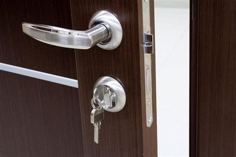 come cambiare la serratura di una porta blindata cambiare serratura porta blindata consigli porte