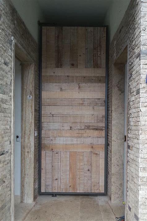 costruzione porta in legno arredo interni re costruzioni infissi in legno e