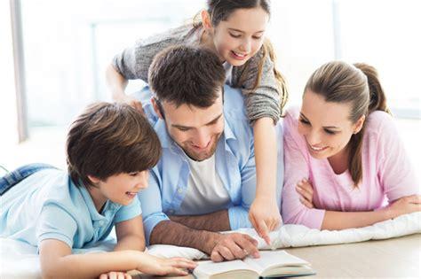 imagenes de la familia leyendo adultos que leen cuentos con los ni 241 os enzopolis