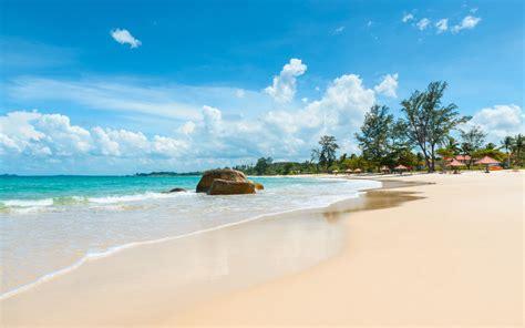 Pantai Indah Anyer yang Wajib Kamu Kunjungi Untuk Menemani
