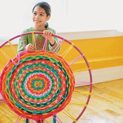 Hula Hoop Rug by Hula Hoop Diy Make A Rug From Recycled Tees Or Yarn Leftovers