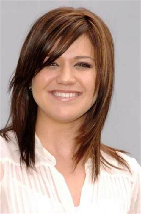 neck length bob with a side swept fringe and an angled parting kelly clarkson medium length hairstyle short hairstyle 2013