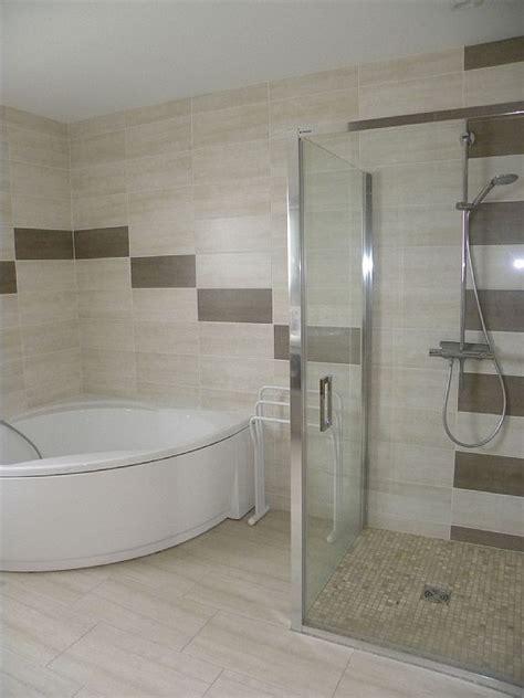 les 25 meilleures id 233 es de la cat 233 gorie baignoire d angle sur salle de bain de