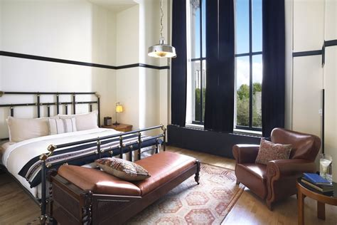 hotels downtown chicago with in room downtown chicago il hotel rooms suites chicago athletic association accommodations