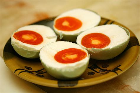 membuat telur asin gurih cara membuat telur asin khas brebes dunia kuliner nusantara