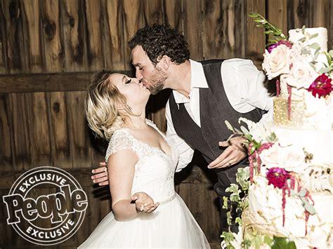 voice contestant raelynn woodward marries longtime image gallery raelynn wedding