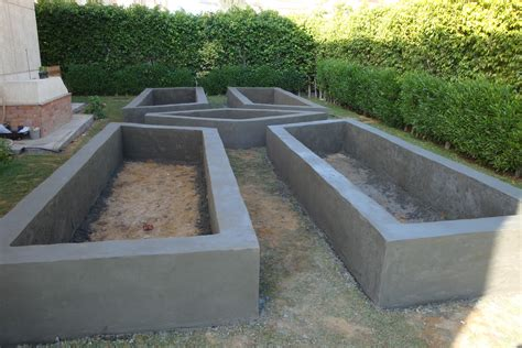 raised garden bed made of block and covered with concrete http thejasminegate com 2013 10