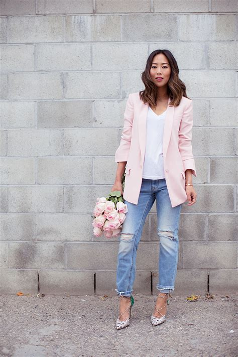 what goes with pink boyfriend jeans