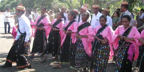 Baju Adat Suku Flores budaya manggarai flores artikel tentang manggarai
