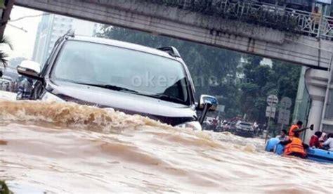 Ecu Mesin Kopi paksakan mobil terjang banjir awas ecu bisa rusak okezone news