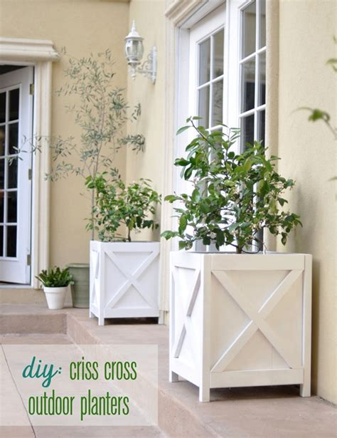Diy Outdoor Planters by Diy Criss Cross Outdoor Planters Centsational