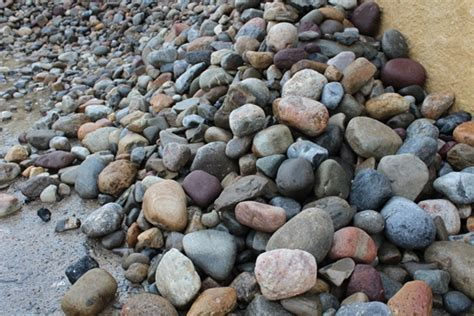 Landscape Rock Vs Mulch Or Mulch In Your Landscaping Tomlinson Bomberger