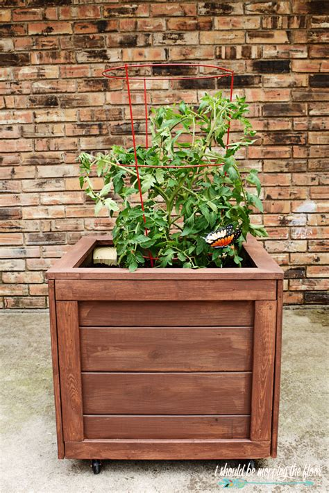 Diy Garden Planter Box by I Should Be Mopping The Floor Diy Planter Box With Wheels