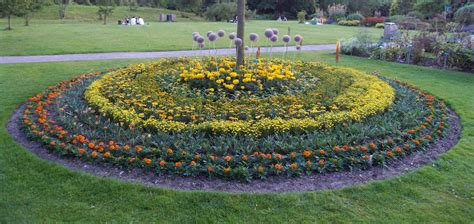 A Garden by File Flowers In A Circle Botanical Garden Lund Jpg