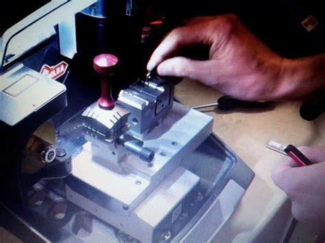Mesin Duplikat Kunci ahli kunci jakarta duplikat kunci immobilizer 0852 2707 0694