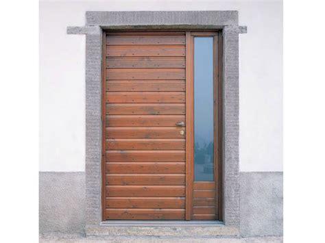 porte ingresso in legno porta d ingresso con pannelli in vetro by carminati serramenti