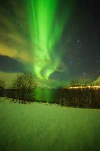 solar flare solar winds hit the earth s atmosphere on