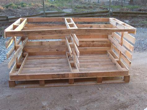 canapé en palette plan construction poulailler dehors poulaillers