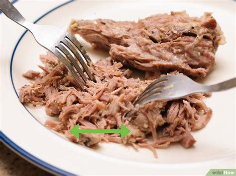 cucinare spalla di maiale 3 modi per cucinare la spalla di maiale wikihow
