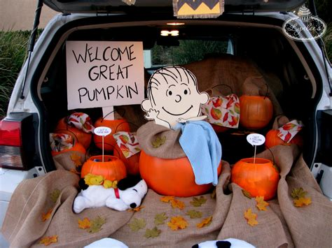 halloween themes for trunk or treat it s the great pumpkin trunk charlie brown lynlees