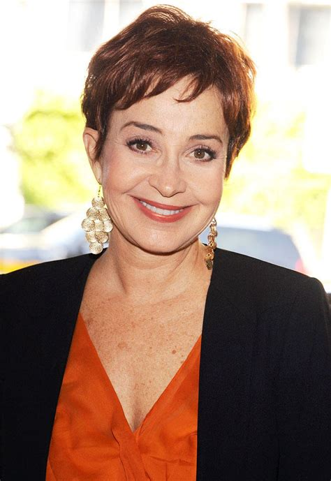 annie potts annie potts tapped as justin kirk s mom on animal practice