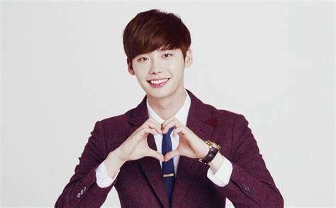 film lee jong suk dan rain papasemar com inilah 15 fakta lee jong suk aktor korea