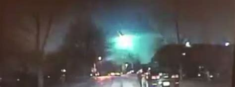 green light in the sky 2017 bright green fireball illuminates the sky over illinois us