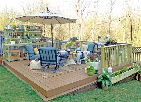 A Backyard Transformation with an Amazing Floating Deck