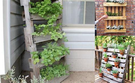 orto sul terrazzo contenitori orto sul balcone con i bancali