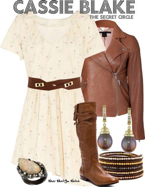 britt robertson as cassie blake wears a club monaco inspired by britt robertson as cassie blake from the