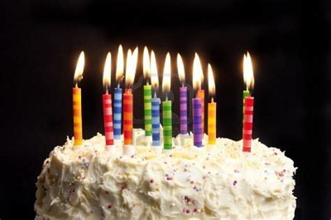velas cumpleaos figuras para tartas troqueladoras tartas de chuches 191 por qu 233 el cumplea 241 os se celebra con un pastel