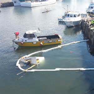 oil spill in wollongong harbour caused by sinking fishing - Boat Sinking Wollongong Harbour