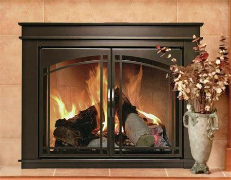 Fenwick Fireplace Doors by 25 Best Ideas About Fireplace Glass Doors On