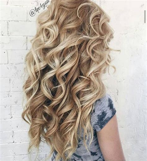Big Curl Hairstyles by Best 25 Big Curl Perm Ideas On Big Perm Big